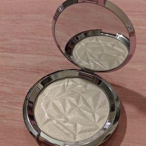 BECCA Shimmering Skin Perfector Pressed Prismatic